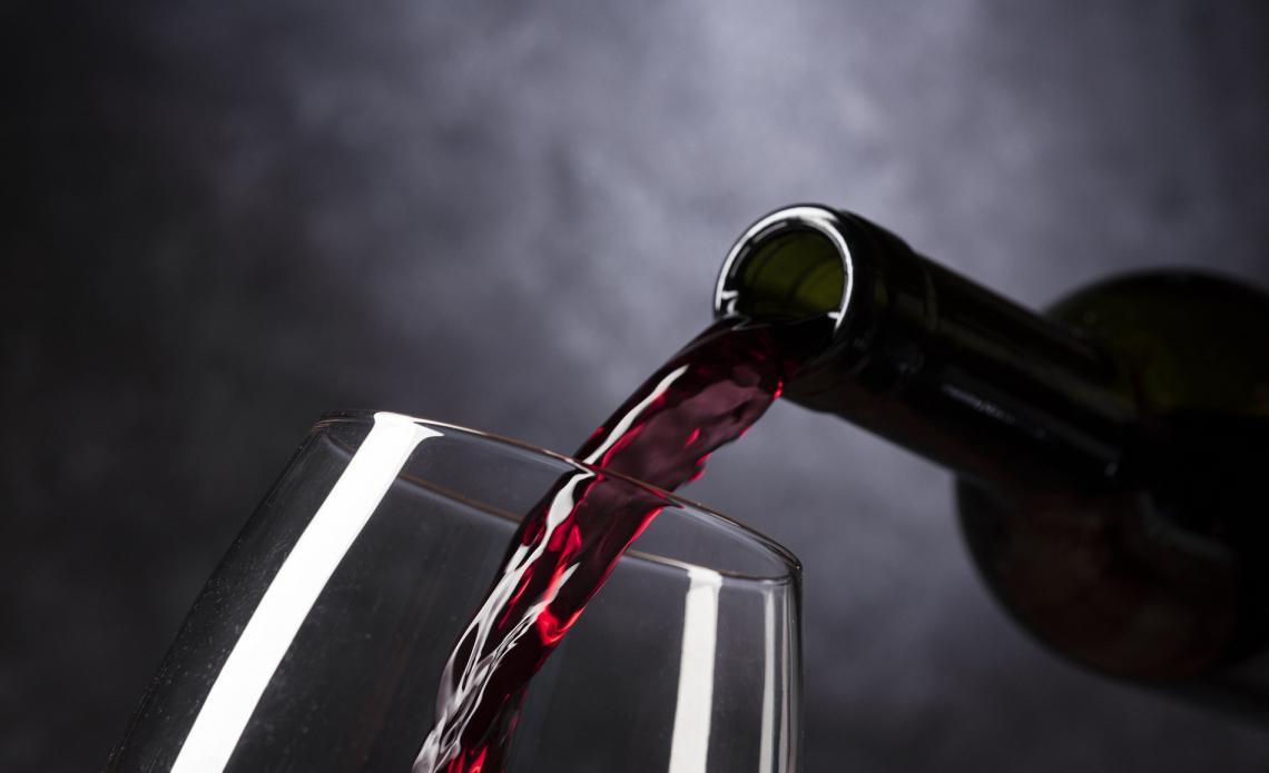 Troppi 66 milioni di ettolitri di vino ancora nelle cantine italiane