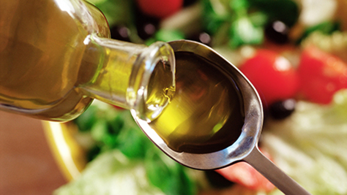 L'olio d'oliva è un ingrediente chiave per il controllo del peso