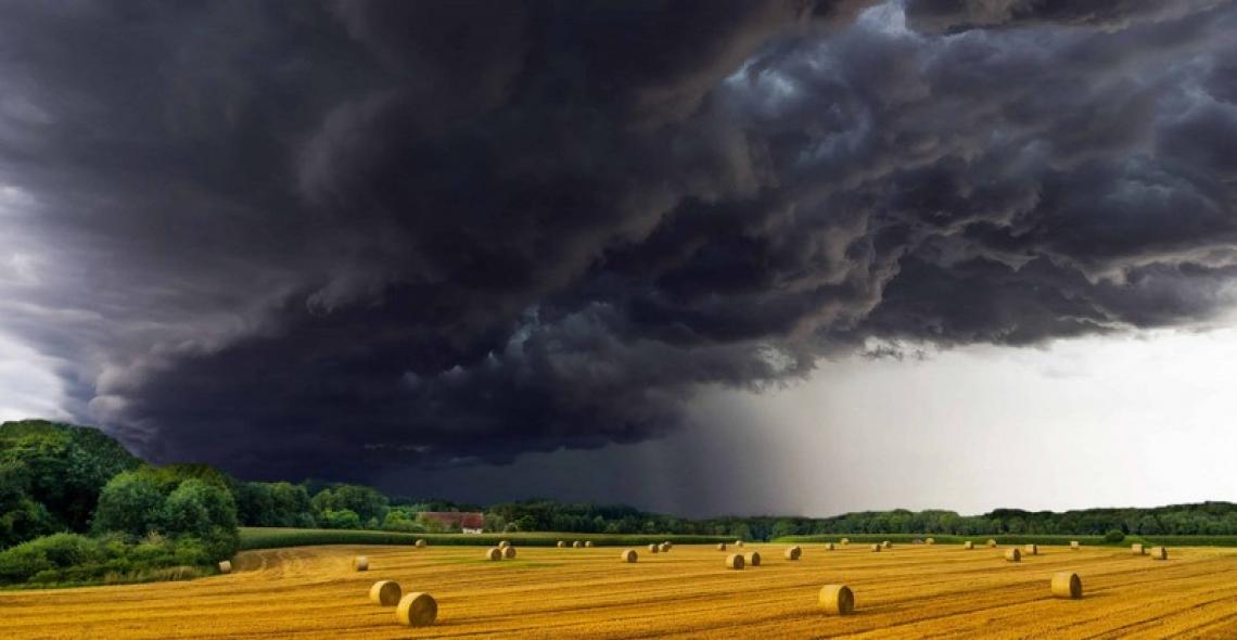 Triplicano gli eventi estremi che daneggiano l'agricoltura