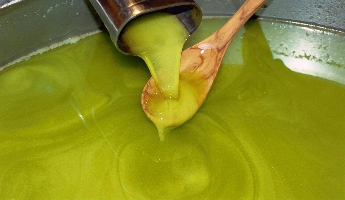 Gestire gli oli extra vergini di oliva non filtrati come prodotti freschi deperibili