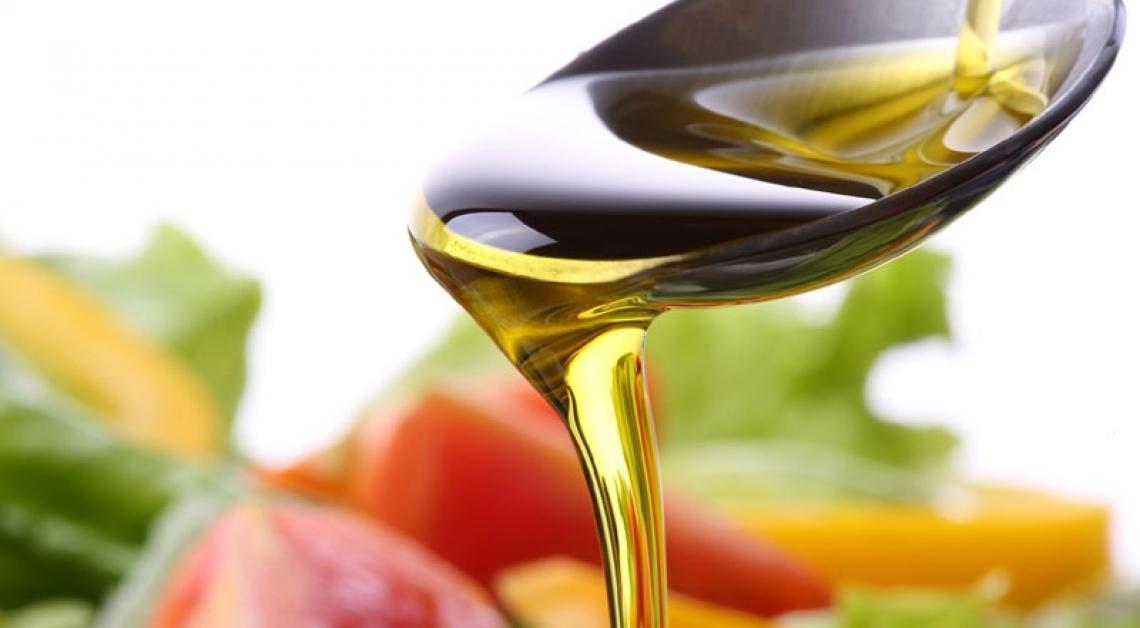 Per il controllo del peso le donne dovrebbero sempre mangiare olio extra vergine d'oliva
