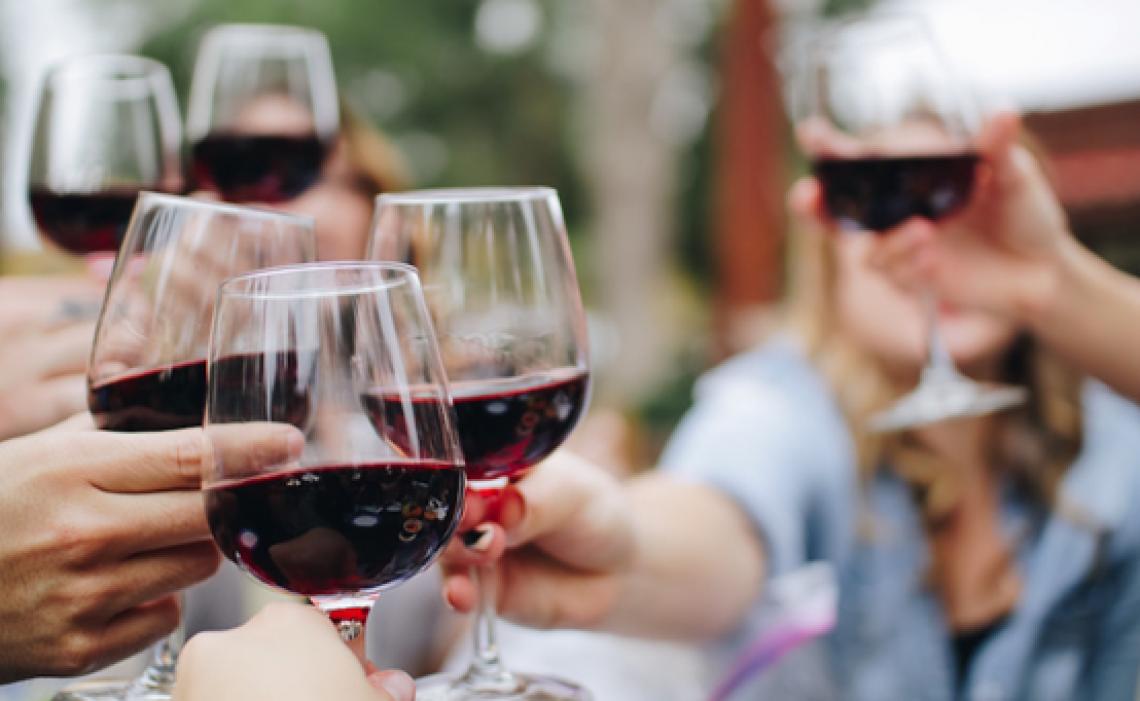 Il consumo moderato di vino influisce positivamente su cervello e cuore