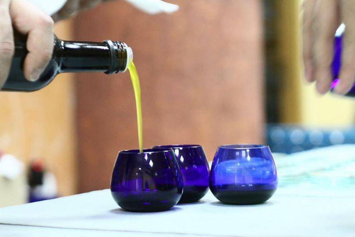 Voi sapreste distinguere la varietà dal colore dell'olio extra vergine d'oliva?