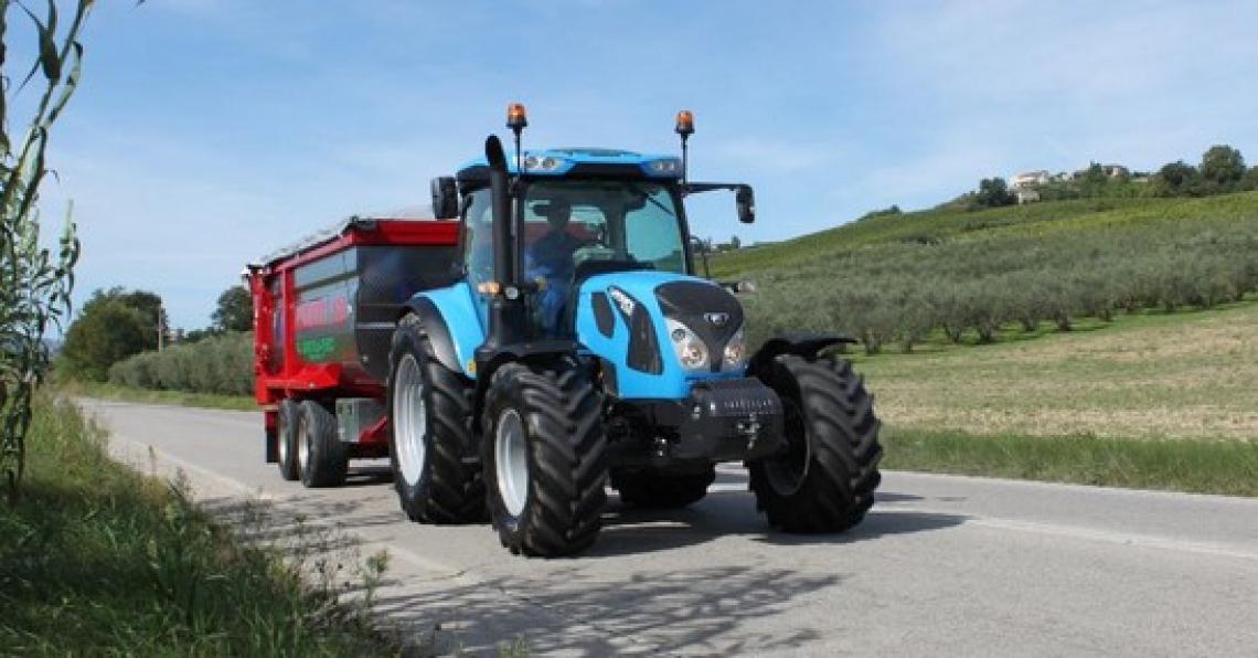 Limiti di lunghezza dei convogli agricoli, usura strada e revisione al centro del dibattito