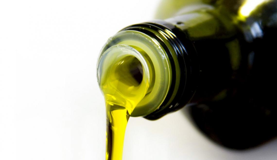 Distinguere l'olio d'oliva biologico da quello convenzionale grazie a una sola molecola