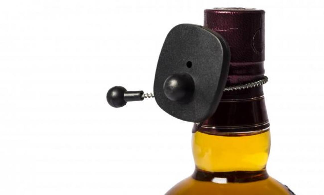 Una bottiglia di olio extra vergine d'oliva in regalo a chi si vaccina