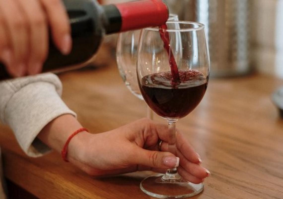 La spettroscopia di fluorescenza identifica l'origine del vino