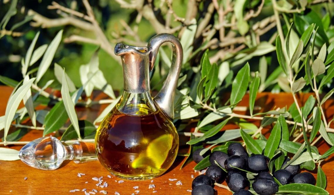 Olio extra vergine d'oliva contro burro: quale aiuta le nostre arterie?