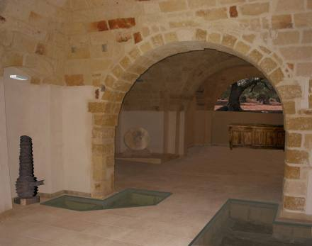 Una sala interna della Casa dell'Olivo