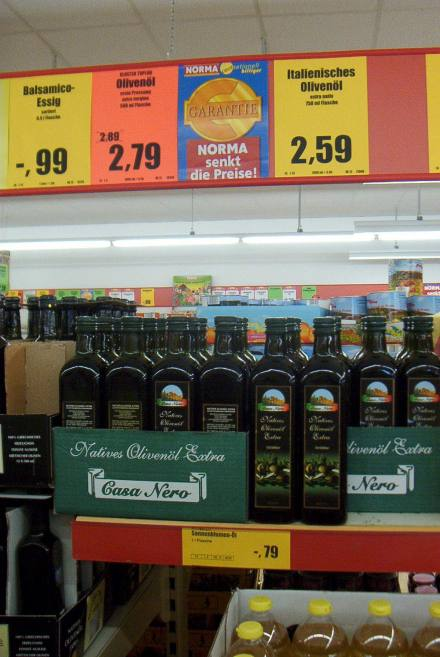 Lo scaffale degli oli in un supermercato tedesco