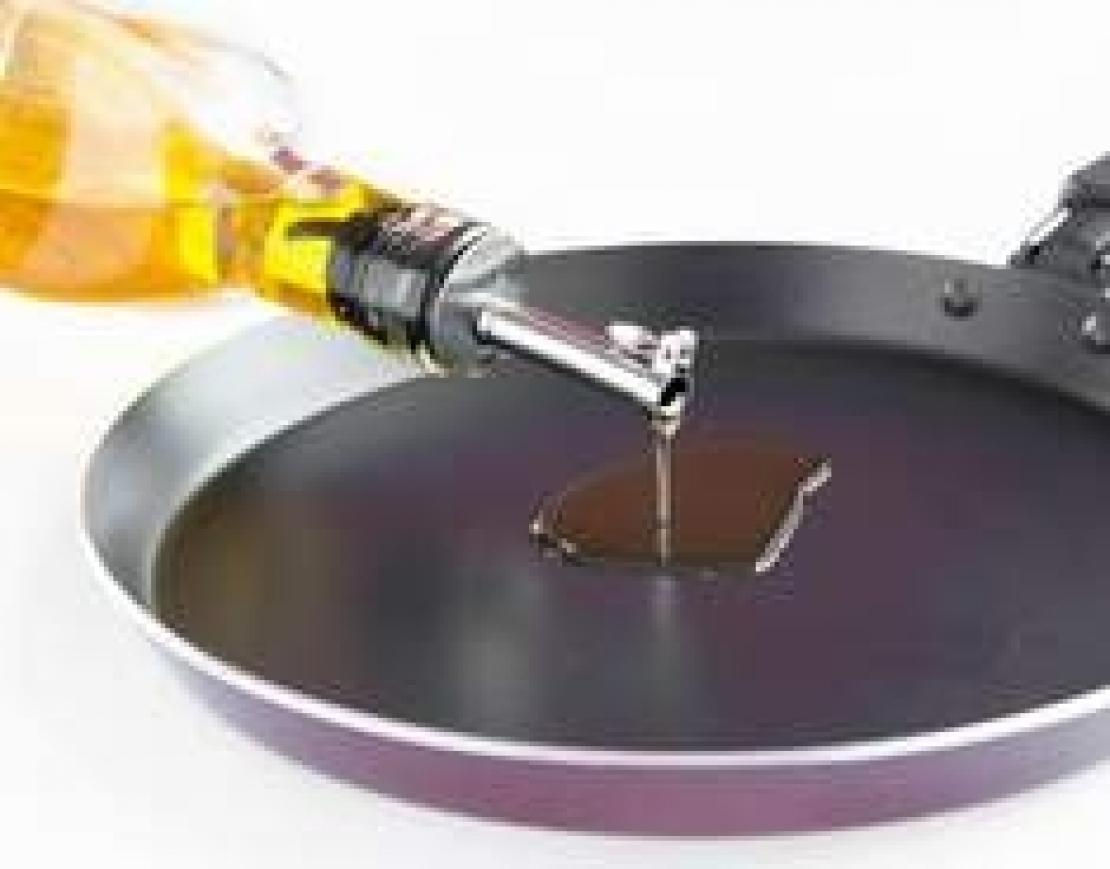 L'olio d'oliva è ideale per friggere. Questione di punto di fumo? No, di composti polari