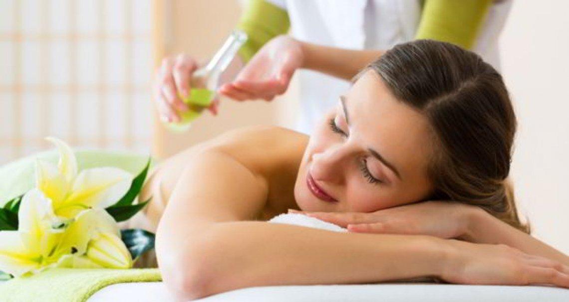 I benefici clinici del massaggio con olio d'oliva