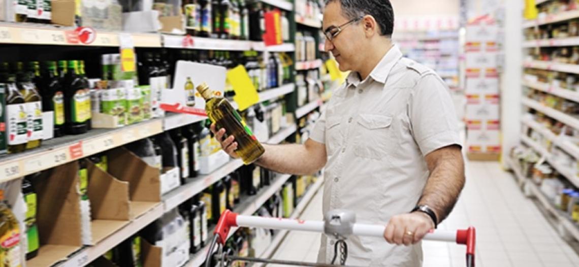 Il valore dell'olio extra vergine di oliva italiano polverizzato dai volantini dei supermercati