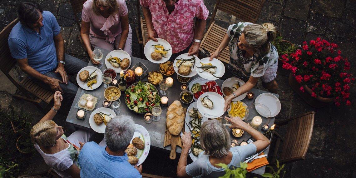 Dal Cacciucco alla pasta alla Norma, i piatti regionali conquistano gli italiani in vacanza
