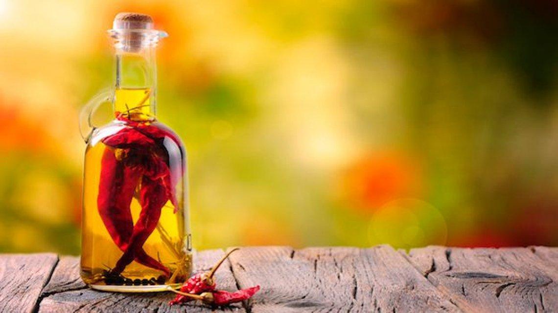 Preparare l'olio di oliva al peperoncino per infusione: i tempi necessari