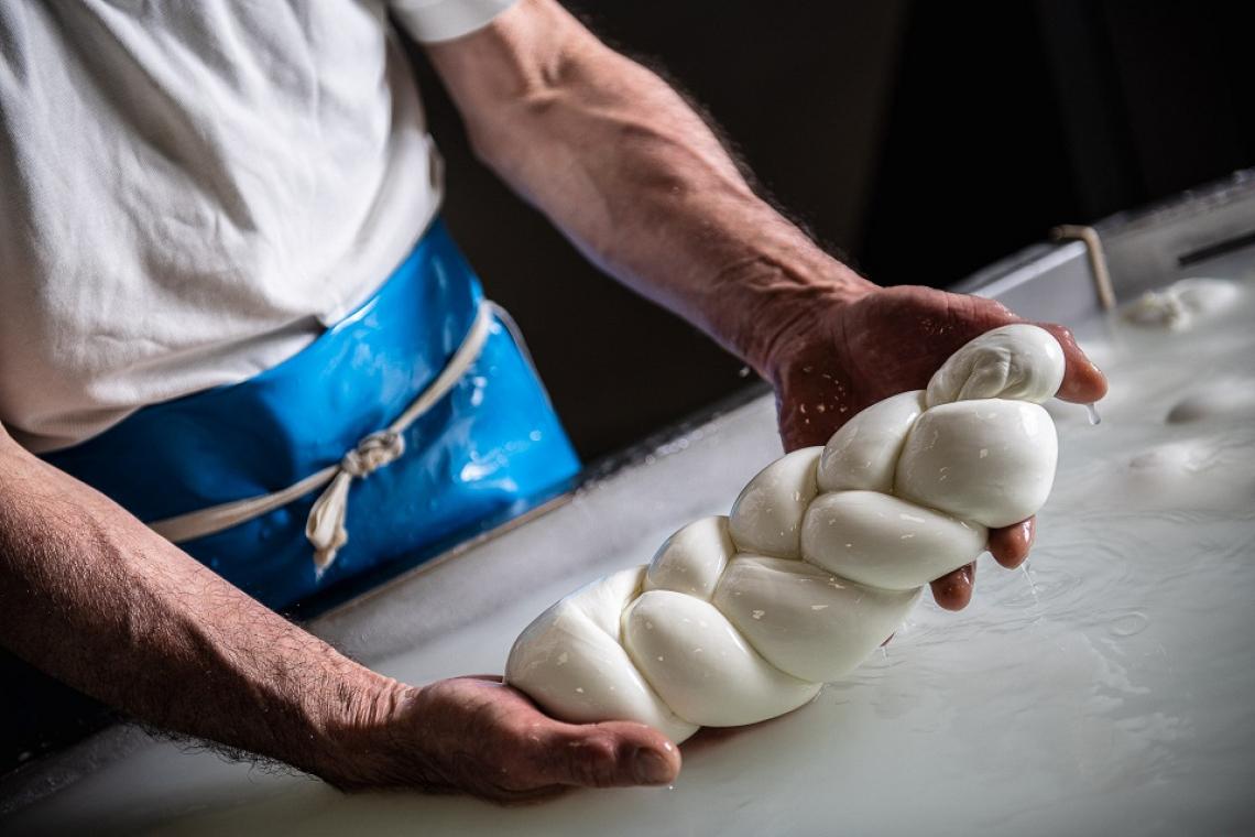 Una verace Mozzarella di Bufala Campana Dop per l'estate