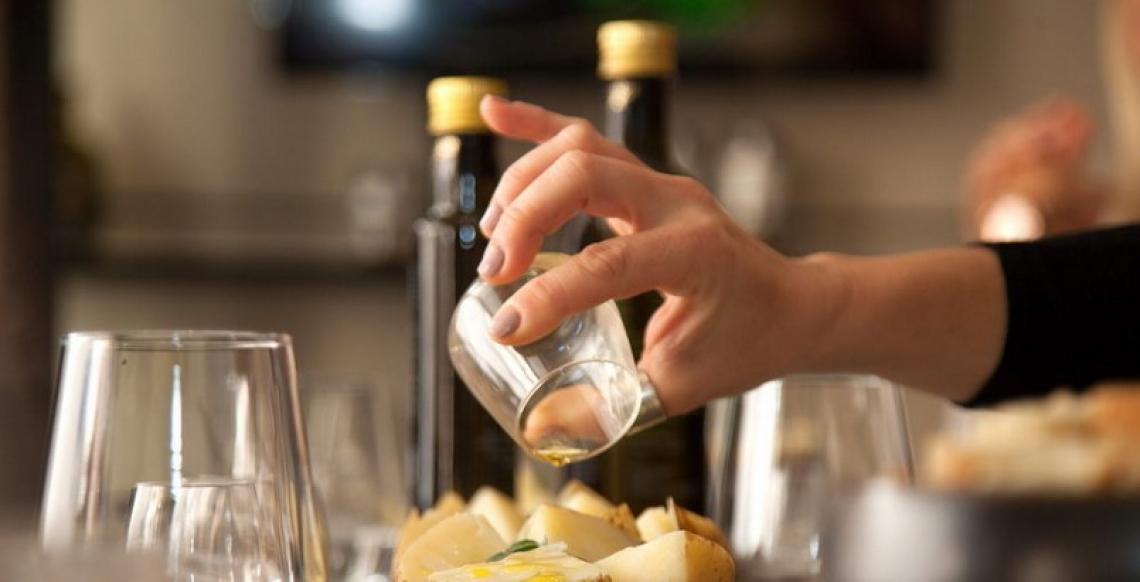 Amore al primo assaggio per l'olio extra vergine di oliva di eccellenza