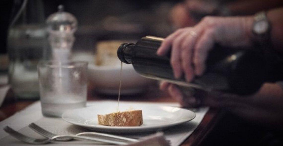 La consapevolezza dei consumatori per educare i ristoratori all'olio extra vergine di eccellenza
