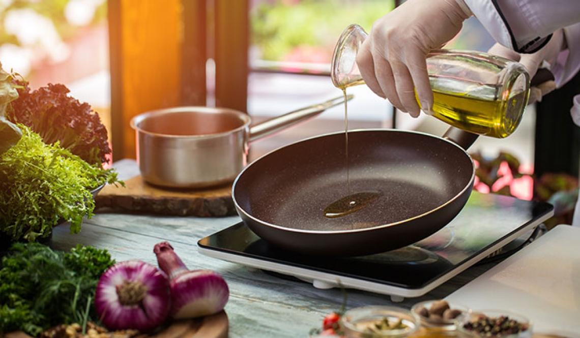 In cottura la conservazione delle proprietà salutistiche dell'olio d'oliva dipende dalla verdura