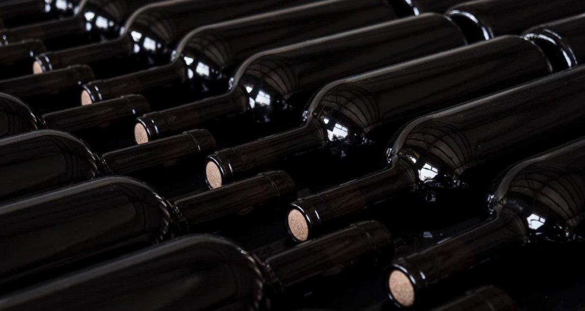 Le giacenze di vino italiano continuano ad essere alte ma in calo