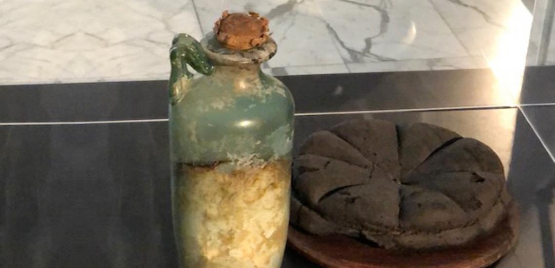 La bottiglia di olio d'oliva più antica al mondo è esposta a Napoli