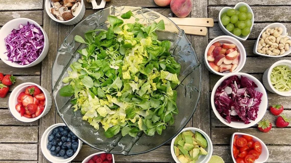 Nel carrello degli italiani sempre più frutta e verdura