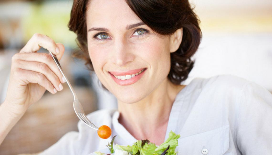 La dieta più corretta per le donne in menopausa e i consigli per il benessere