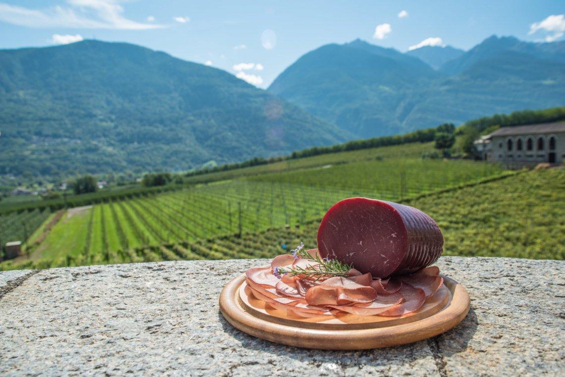 Dieci itinerari per scoprire la Valtellina e la bresaola Igp