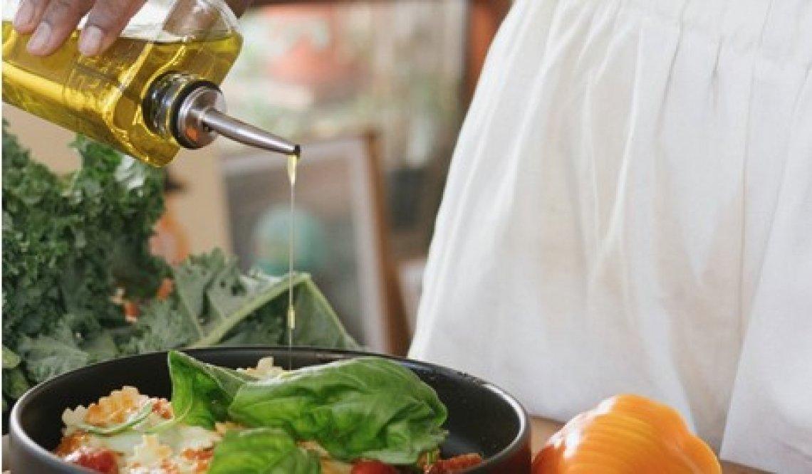 Olio extra vergine di oliva di alta qualità per cucinare e friggere