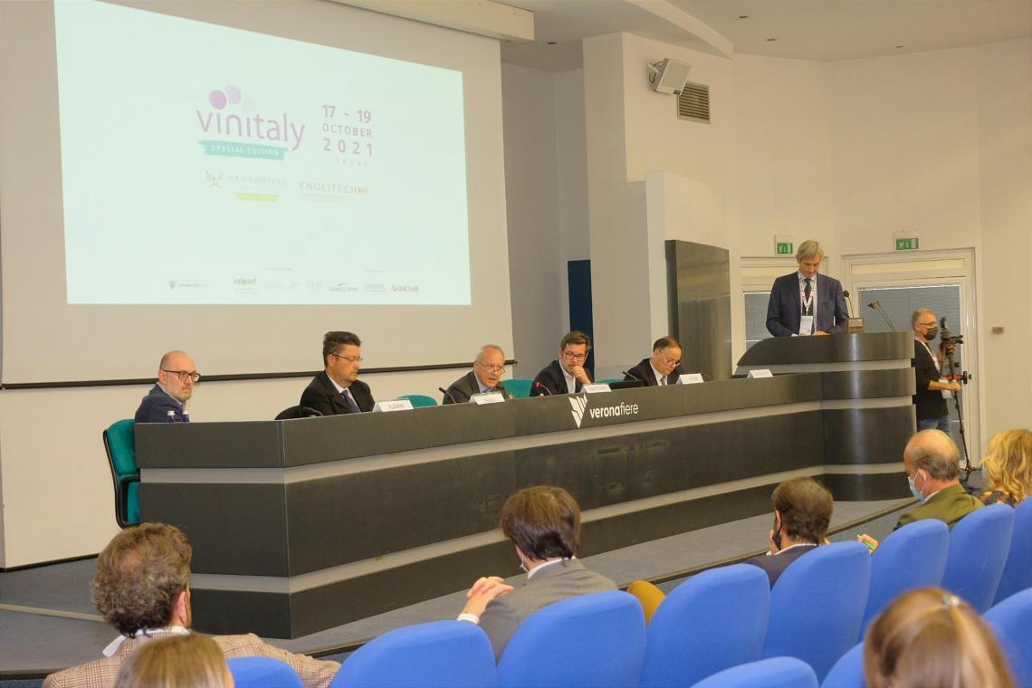 Osservatorio Uiv-Vinitaly: fascia alta per il 25% dei volumi di vino italiani