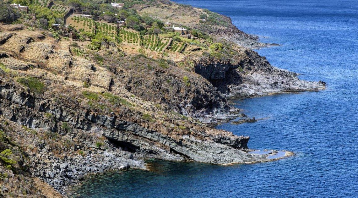 Dal mare un confine naturale alle produzioni bio delle isole