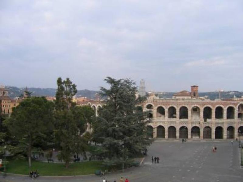 Piazza Bra a Verona - Tutto pronto per il Vinitaly - Foto M. Sommacampagna
