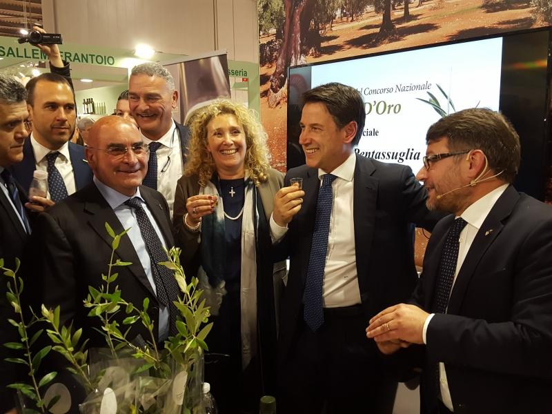 Il Presidente del Consiglio alla prova dell'assaggio dell'olio extra vergine d'oliva