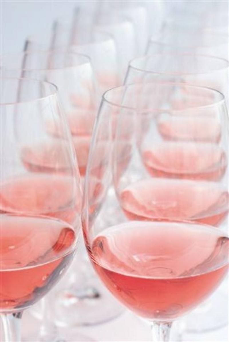Bicchieri di Bardolino Chiaretto, in fila contro delirante decisione Ue sui rosati